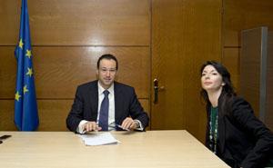 El consejero de Presidencia, Guillermo Martínez, y la directora de 'Compromiso Asturias XXI', Rosa Vivas.