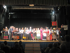 Todos los grupos subieron al escenario.