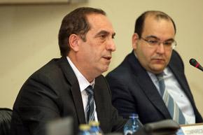 El secretaría xeral da Presidencia, Valeriano Martínez, compareció ante la Comisión 3ª del Parlamento de Galicia.