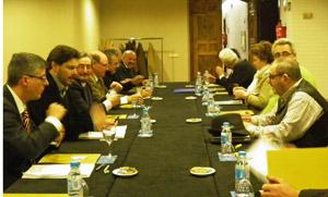 Reunión de Antonio Rodríguez Miranda, segundo por la izquierda, con los directivos de las entidades gallegas en Barcelona.