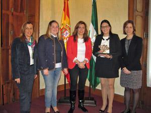 Sonia Ferrer, la hija de Juana Mª Sánchez, Susana Díaz, Ángeles Martínez y María Sol Calzado.