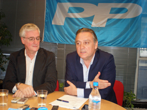 Alfredo Prada (derecha) junto a José Manuel Rodríguez, responsable del Cómite Organizador del próximo Congreso del PP en Argentina.