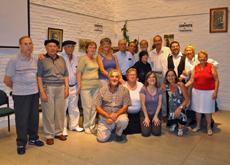 Coro y grupo de teatro del Patronato posan en el acto de homenaje a Castelao.