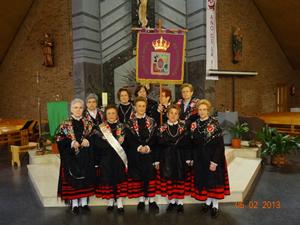 El grupo de águedas que acudieron vestidas con el traje típico de Soria.