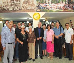 Aurelio Miras Portugal (centro), con los presidentes y vicepresidentes de las sociedades de Castilla y León en La Habana.