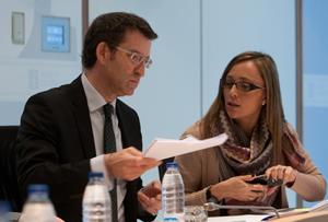 Elena Muñoz con Núñez Feijóo, en una reunión del Consello de la Xunta.