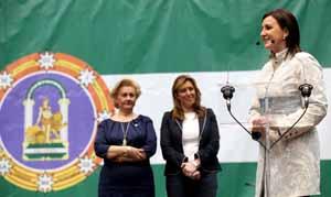 Susana Díaz, segunda por la izquierda, en el acto celebrado en Pla de Llíria.