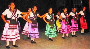 'Danza de las Espadas' interpretada por el Grupo 'Amigos de Láncara'.