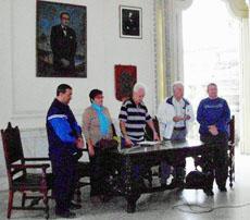 La mesa presidencial.