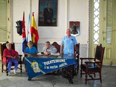 Felipe Cid se dirige a los asistentes en un momento de la reunión.