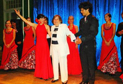 Un reconocimiento para la presidenta del Centro Andaluz, Blanca M ª Fernández.