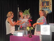 Herbas de Prata premió a tres mujeres por su labor en favor de la difusión de la cultura gallega.
