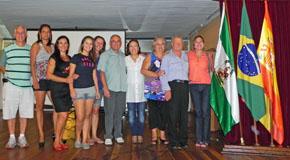 La familia Pastor y la presidenta de la Casa de Andalucía de Curitiba.