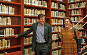 En el Ateneo Español junto a su presidenta, Carmen Tagüeña.