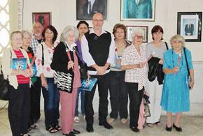 El presidente de la FSGC, Sergio Toledo, con las mujeres agasajadas.