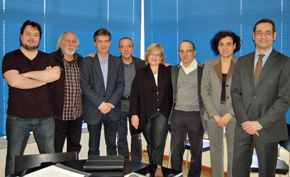 Sergi Marzabal (Catalans al  Món), Oriol Vicente (FIEC), Xavier Tudela (FIEC), Joan Coscubiela  (IU), Esperança Esteve (PSC), Dolors Montserrat (PP) y asistente parlamentario del PP.
