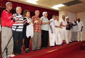 La nueva directiva de la Agrupación presidida por Julio Santamarina, cuarto por la izquierda.