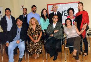 Aurelio Miras Portugal con miembros de la Asociación de Jóvenes Españoles en Perú.