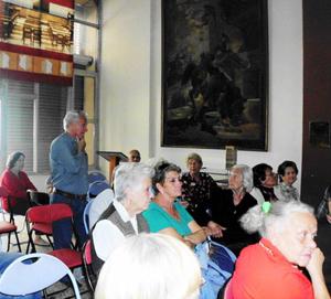 La conferencia en la Casa de Castilla dio paso a un animado debate entre los asistentes.