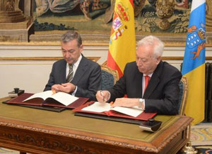 Paulino Rivero y José Manuel García-Margallo firmaron el convenio.