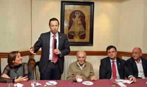 Serrano, Martínez, Blanco, Sanjurjo y Camba en la visita al Club Tinitense-Residencia Asturiana.