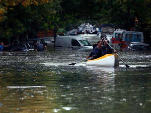 Una vista de las calles de la ciudad de La Plata, tras el temporal de lluvias.