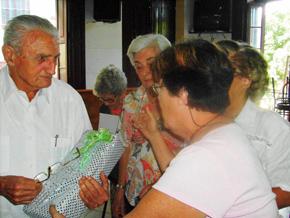 El presidente saliente, José Manuel Martínez Pérez, natural de El Franco, recibió el reconocimiento de su colectivo.