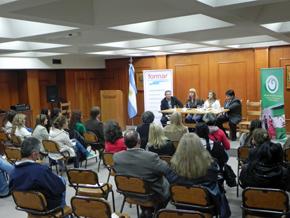En el ciclo intervinieron las principales autoridades de la ciudad y representantes de las instituciones implicadas.