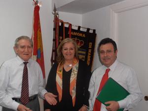 Nazario Ballesteros,la presidenta de la entidad Mari Luz Uña y José Ignacio Martín.