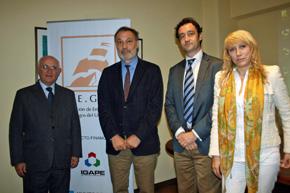 El presidente de AEGU, Héctor Álvarez, el embajador español Roberto Varela y el director del Igape, Javier Aguilera.