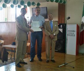 El consejero de Empleo, Carlos Moyano, Víctor Manuel Bellido y el presidente de la Casa de Andalucía, Rafael Gómez.