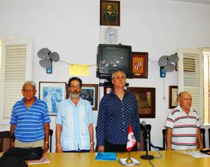 Presidencia con Raúl Parrado y José A. Pena (2º y 3º por dcha.).