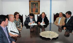 Antonio Rodríguez Miranda y el presidente de la Hermandad Gallega de Venezuela, Antonio Piñón, firmaron los tres convenios.