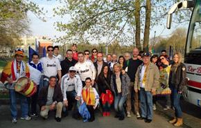 El grupo de aficionados justo antes de partir hacia Dortmund.