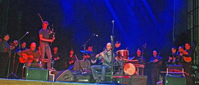 Imagen del ensayo previo al concierto ofrecido por Carlos Núñez en Basilea.