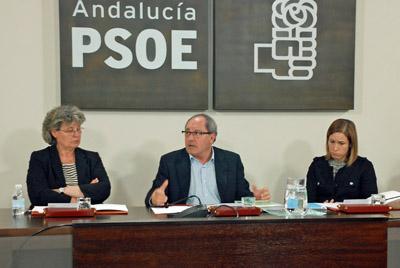 En el centro el secretario de Organización de la Comisión Ejecutiva Regional (CER), Juan Cornejo.