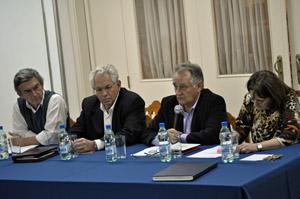 Benito Grande, segundo por la derecha, informó sobre la situación del Hogar en la asamblea de socios.