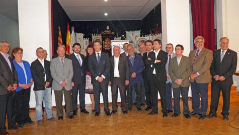 El presidente de la Xunta, Alberto Núñez Feijóo, y el secretario da Emigración, Antonio Rodríguez Miranda, con los directivos de los centros gallegos en Barcelona.