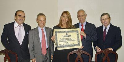 La presidtenta del Hospital Español, Andrea Cañellas, recibió el galardón.