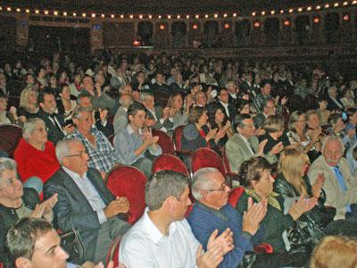 La masiva concurrencia demostró el espíritu solidario de la colectividad española.