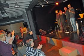 El público asistente ovacionó al conjunto 'Acadacanto'.