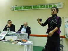 Julio Puente, Sergio Poves y Yanina Martínez en un momento de la charla.