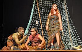 Escena de la obra 'La llamada del Camino' que se presentó en el Teatro El Galpón de Montevideo.