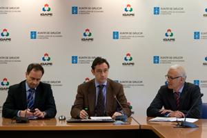 El director xeral del Igape, Javier Aguilera (centro), en la presentación de re-Export.