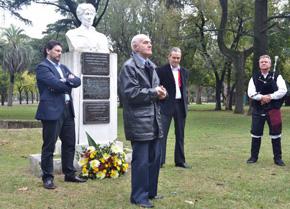 Recital de Alberto González Iglesias en el acto homenaje a Rosalía de Castro en Rosario.