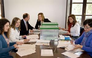 Escrutinio de los votos bajo la presidencia de la secretaria general de Acción Exterior, María Sol Calzado.