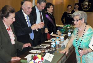 Los Duques de Soria dieron la enhorabuena a Felicidad Martínez por su premio.