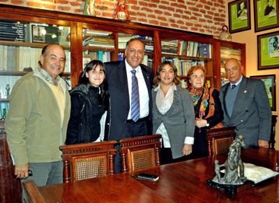 El viceconsejero Cándido Padrón con los directivos de Centro Canario del Tala.