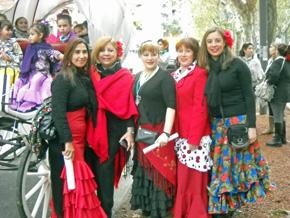Algunas de las participantes ataviadas con los vestidos tradicionales andaluces.