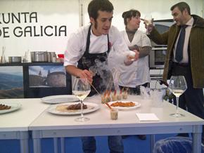 El cocinero Álvaro Villasante en el stand ubicado en Frankfurt.